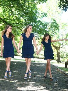"""""""Mommy and her teen-age daughters. Mother Daughter Pictures, Mother Daughter Matching Outfits, Mom Daughter, Mother Daughters, Mothers, Outfits Madre E Hija, Moda Kids, Mommy And Me Dresses, Kids Outfits"""
