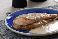 Por un pequeño malentendido me encontré hace poco con pechugas fileteadas de pollo en lugar de piezas enteras, así que tuve que cambiar la receta que había previsto. La nevera fue mi inspiración para …