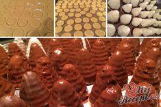 Kokosovo-ořechové mlsání - DĚLBUCHY | NejRecept.cz Christmas Baking, Christmas Cookies, Kokos Desserts, Arabic Food, Four, Shortbread, All Things Christmas, Gingerbread Cookies, Good Food