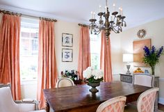 Bring home Pantone's Color of the Year Living Coral with drapes and décor [From: Sara Tuttle Interiors] Dining Room Curtains, Dining Room Chairs, Farmhouse Curtains, Farmhouse Table, Coastal Farmhouse, Paredes Color Salmon, Pantone, Coral Curtains, Silk Drapes