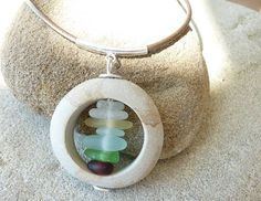 Beach stone sea glass pendant par PARALIA sur Etsy