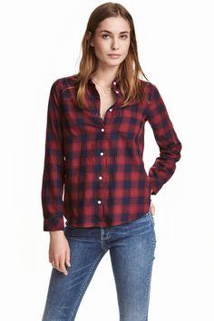 Bawełniana koszula: Wzorzysta koszula z bawełnianej tkaniny z długim rękawem…