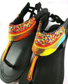 Sandalias de cuero sandalias africanas sandalias Masai High Heel Boots, Heeled Boots, Shoe Boots, High Heels, Beaded Shoes, Beaded Sandals, Masai Mode, Stylo Shoes, Estilo Hippie Chic