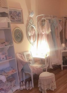 Dream Rooms Vintage Bedroom Ideas - Decoration Home Vintage Bedroom Decor, Vintage Room, Vintage Closet, Dream Rooms, Dream Bedroom, Closet Bedroom, My New Room, My Room, Interiores Shabby Chic