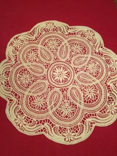 Fata de masa macrame Dealu • OLX.ro Romanian Lace, Point Lace, Needle Lace, Cutwork, Crochet Lace, Tatting, Embroidery, Angles, Cupcakes