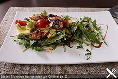 Mango - Avocado - Salat mit Hühnerstreifen, Rucola und Tomaten