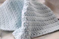 Hæklet karklud med halvstangmasker og stangmasker Blanket, Crochet, Blog, Threading, Crochet Crop Top, Blogging, Rug, Blankets, Chrochet