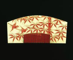 1800 - Semi-circular Comb with red teeth, Ivory painted with gold lacquer and pigments Japan. Bamboo and bird decoration. Japanese Design, Japanese Art, Japanese Homes, Japanese Things, Japanese History, Japanese Textiles, Traditional Japanese, Bamboo Hair Products, Hair
