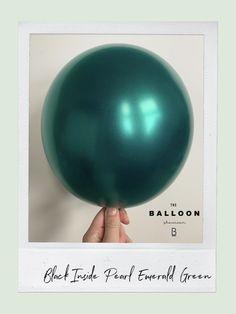 Balloon Installation, Balloon Backdrop, Balloon Decorations Party, Balloon Garland, The Balloon, Balloon Hacks, Balloon Ideas, Jungle Balloons, Christening Cupcakes