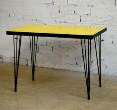 les années cinquante, la Reconstruction, mobilier,table-cuisine-annees-50