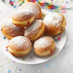 Berliner recipe: Make donuts yourself - Kuchen - Doughnut Recipes Large Party Food, Best Party Food, Church Potluck Recipes, Fingerfood Party, Potatoe Casserole Recipes, Party Finger Foods, Food Porn, Desserts, Donuts