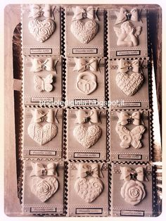 briciole di gioia: Porta post it - il ritorno! Salt Dough Ornaments, Clay Ornaments, Porcelain Clay, Cold Porcelain, Plaster Crafts, Heart Diy, Crafts For Seniors, Air Dry Clay, Clay Projects