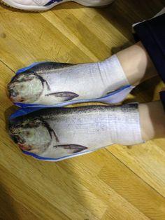 """日本人は魚が好きです """"@cochonrouge: うお!!! """"@onpriaccount: なんだよこの靴下www pic.twitter.com/f6SVVMhMUh"""""""""""