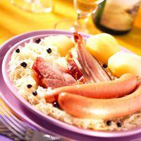 Découvrez la recette Choucroute Alsacienne sur cuisineactuelle.fr.