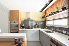O apartamento foi todo reformado pelo escritório Arquitetando Idéias                                                                                                                                                     Mais