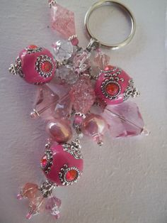 *sweet for breast cancer idea* Luxurious Pink Beaded Keychain. Charm Jewelry, Beaded Jewelry, Handmade Jewelry, Jewellery, Beaded Crafts, Jewelry Crafts, Breast Cancer Crafts, Beaded Bags, Making Ideas