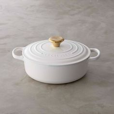 Le Creuset Signature Round Wide Dutch Oven with Gold Knob