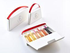 ス イ-ト リ ッ プ package дизайн продукта. Skincare Packaging, Perfume Packaging, Cosmetic Packaging, Honey Packaging, Bag Packaging, Paper Bag Design, Bottle Design, Packaging Design Inspiration, Branding