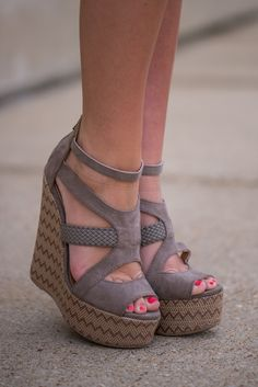 The Ali Wedge, Taupe - The Mint Julep Boutique