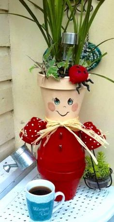 cute clay pot girl - DIY Deco Home Trends Clay Pot Projects, Clay Pot Crafts, Diy Clay, Diy Crafts, Flower Pot Art, Clay Flower Pots, Flower Pot Crafts, Flower Pot People, Clay Pot People