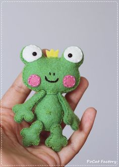 Bolsillo rana Príncipe muñeca broche llavero imán por PoCatFactory