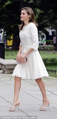 Letizia dazzled in a cream fitted jacket from Hugo Boss paired with a pleated summer skirt...