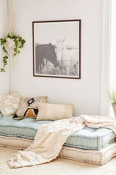 12 Dorm Room + Small Space Decorating Finds