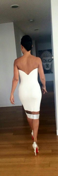Jada Pinkett-Smith going to black girls rock All White Outfit, White Outfits, Jada Pinkett Smith, Black Girls Rock, Looking For Women, Black Women, Strapless Dress, Celebs, Formal Dresses