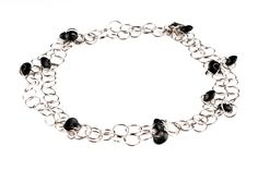Bransoletka z metalowych kółek - delicate chained bracelet http://corallia.pl/bransoletki/bransoletka-z-metalowych-kolek.html#.VNn43y7Hg2g
