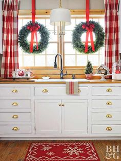 Are you searching for ideas for farmhouse christmas decor? Check this out for very best farmhouse christmas decor inspiration. This farmhouse christmas decor ideas will look absolutely fantastic. Hanging Christmas Lights, Diy Christmas Tree, All Things Christmas, Christmas Print, White Christmas, Christmas Wreaths, Christmas Vacation, Christmas Movies, Christmas 2019