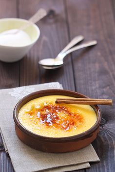 Crema Catalana de St Josep by cuinaperllaminers, via Flickr. (Catalan-style crème brûlée). Recipe in Catalan, but easy to follow with Google translate