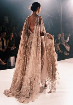 Clothes for Romantic Night - Paolo Sebastian 2016 A/W Couture. - If you are planning an unforgettable night with your lover, you can not stop reading this! Style Haute Couture, Couture Fashion, Runway Fashion, High Fashion, Fashion Show, Dress Fashion, Style Fashion, Indian Fashion, Fashion Books