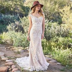 Boho from head to toe    Future brides this gown from @bylillianwest is available at @dreamityourselfmontreal. Don't hesitate to book an appointment with us! Call at  438.406.4038 or email at  contact@dreamityourself-montreal.com   Picture via @bylillianwest   #lillianwest #wedding #instawed #bohowedding #bohobride #bridalgown #instaboho #modernbride #bridalboutique #montreal #montrealwedding #bridalboutique #mtlwedding #canadabride #instabride #weddingdress #weddinginspiration #mariage