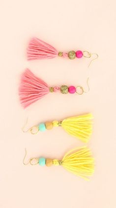This post may contain affiliate links You guys have got to check out these amazingly cute tassel projects! So many fun idea from tiny to huge! How to make tassels–so easy! Or you can buy this totally cool tool! and you can use this basic technique with tissue paper, scrap fabric, yarn, embroidery floss….anything goes! … #craftcool