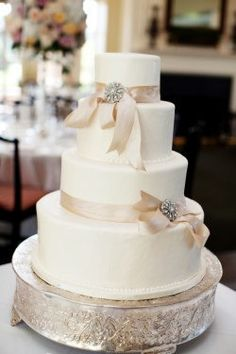 Classic Ribboned Wedding Cake #weddingcakes #weddings #blisschicago