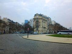 Avenue de Tourville, com vista da Torre de Montparnasse ao fundo, Paris