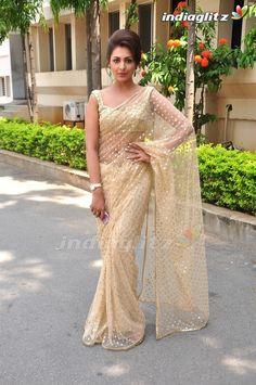 Saree Blouse Patterns, Saree Blouse Designs, Indian Attire, Indian Outfits, Net Saree Designs, Sarees For Girls, Indian Beauty Saree, Indian Sarees, Pakistani