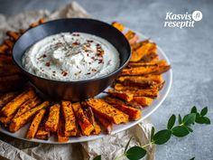 Kotitekoiset bataattiranskalaiset maukkaalla fetajuustokreemillä. #bataatti #villinävegeen #feta Couscous, Food Inspiration, Pesto, Bbq, Curry, Ethnic Recipes, Barbecue, Curries, Barrel Smoker