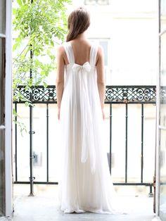 Robe de mariée longue en mousseline de soie blanche Px boutique 3000€ Taille 34