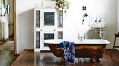 factory-conversion-rustic-bathroom-raised-bath-tub-Saskia-Folk-home-mar15
