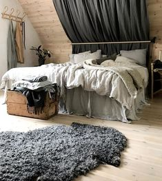 makkari S mysigt bor Karin 32 p Gotland Rustic Bedroom Design, Farmhouse Bedroom Decor, Modern Bedroom, Master Bedroom, Bedroom Green, Contemporary Bedroom, Italian Home, Bedroom Inspo, Bedroom Furniture