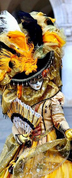 venetian masks and costumes for Carnevale Venetian Carnival Masks, Carnival Of Venice, Venetian Masquerade, Masquerade Ball, Venetian Costumes, Venice Carnival Costumes, Costume Venitien, Venice Mask, Photo Portrait