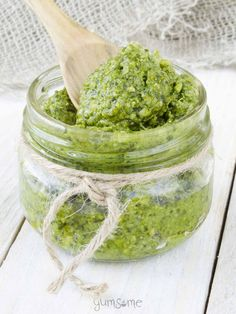 a jar of 5-minute vegan cashew pesto | yumsome.com