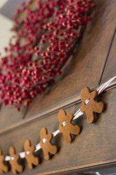 Gingerbread Garland |Easy DIY Christmas Decorations | Make Simple Christmas Decor , see more at: http://diyready.com/easy-diy-christmas-decorations-make-simple-christmas-decor/
