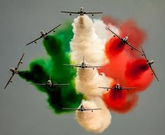 """Frecce Tricolori the new figure """"Scintilla tricolore"""""""