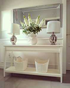 45 Console Table With Two Lamps Ideas Hall Table Decor, Sofa Table Decor, Entryway Decor, Hallway Designs, Foyer Design, Ikea Liatorp, White Console Table, Home Decoracion, Living Room Decor Cozy
