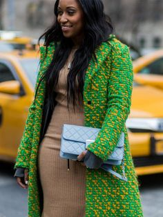 The Latest Street Style Photos From New York Fashion Week New York Fashion Week Street Style, Autumn Street Style, Cool Street Fashion, Who What Wear, Fashion Photo, Cold Weather, Fall Winter, Sari, Coats