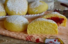 Bomboloni al forno con impasto alla ricotta senza burro Sweet Recipes, Cake Recipes, Dessert Recipes, Ricotta, Sweet Light, Italian Desserts, Bomboloni, Breakfast Cake, Sweet Cakes