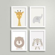 Kit Quadros Escandinavo - Bichinhos para decorar o quarto do seu bebê. Esse quarteto de quadrinhos foi pensado especialmente para levar muita cor e descontração para o quartinho do seu filho ou filha. Modernas e criativas, essas gravuras com desenhos de animais são um tema recorrente e certeiro p...
