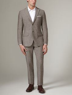 A linen suit from Luigi Bianchi Mantova for the warmer months ahead.